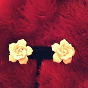 Jewelry - Very Vintage Yellow Rose Screw Back Earrings